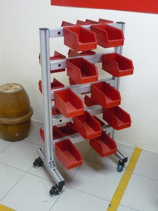 Screw and component rack
