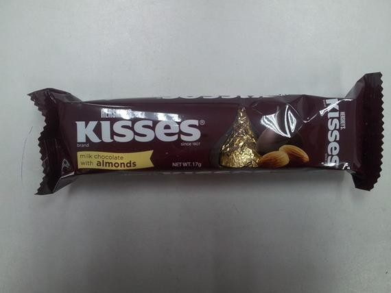 Kisses 4P Milk Chocolate Almonds