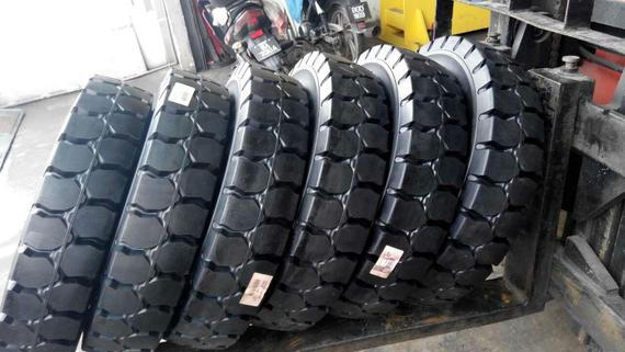 Forklift solid tyre 1
