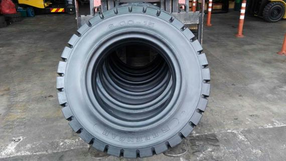Forklift solid tyre 2