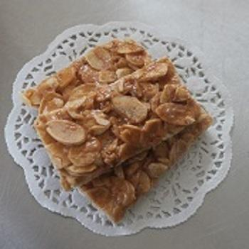 Rice Cracker with Almond