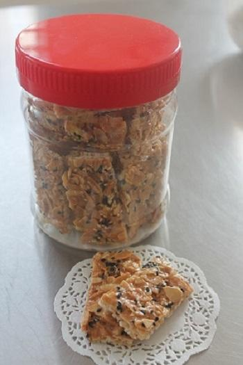 Rice Cracker with Peanuts