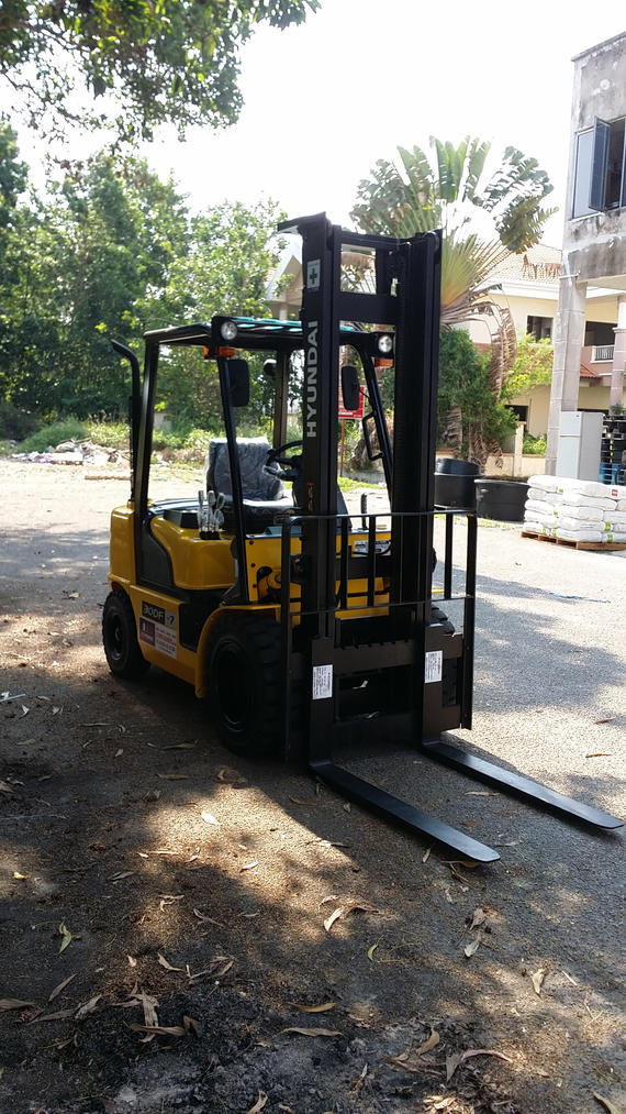 Hyundai Forklift in Plastic Industry