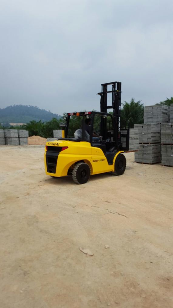 Hyundai Forklift in Brick