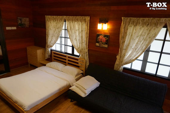 Double Bed and Sofa Bed - Wooden Cottage