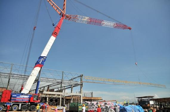500 Tonnes Crane Lifting, 150 ft Roofing Sheet