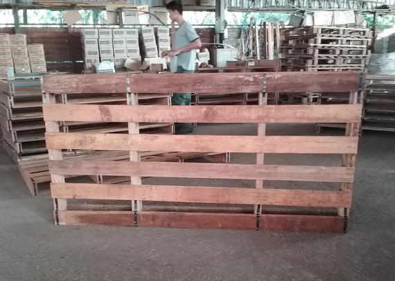 PALLET WITH METAL