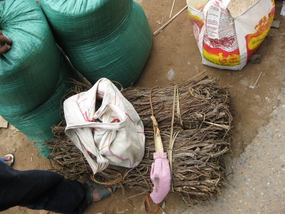 Dried cardomon for sale with Khmu field bag